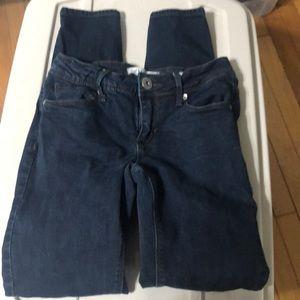 Size 1 bullhead skinny jeans. Dark wash.